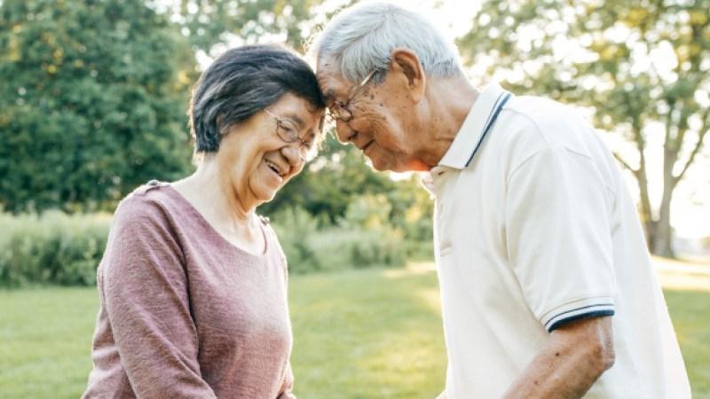 Hỗ trợ giảm nguy cơ mắc một số bệnh lý nền cho người già trong bối cảnh dịch bệnh diễn biến phức tạp